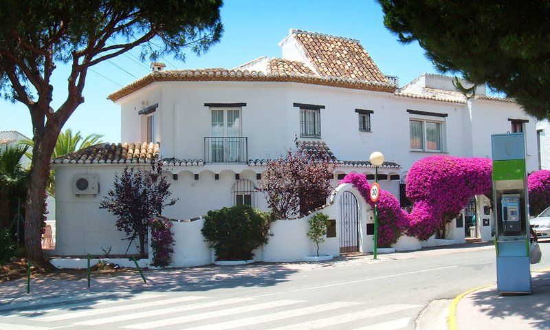 Sitio de Calahonda Villa Sleeps 8 with Pool Air Con and WiFi - 5700395, holiday rental in Sitio de Calahonda