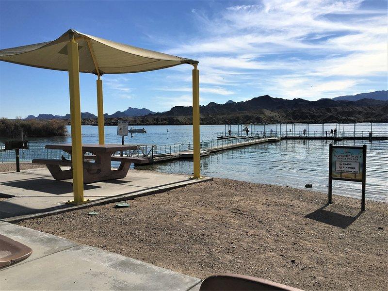 Site Six Fishing Pier, en uitzicht op California Mountains ... allemaal gratis !!