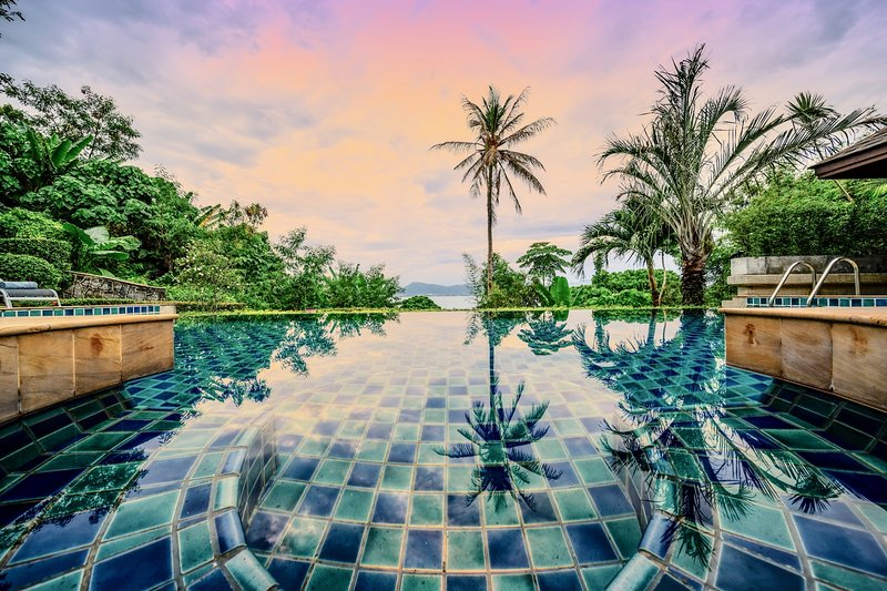 Glasshouse Phuket | Walk to 2 beaches | Luxury villa with stunning sea views, location de vacances à Phuket