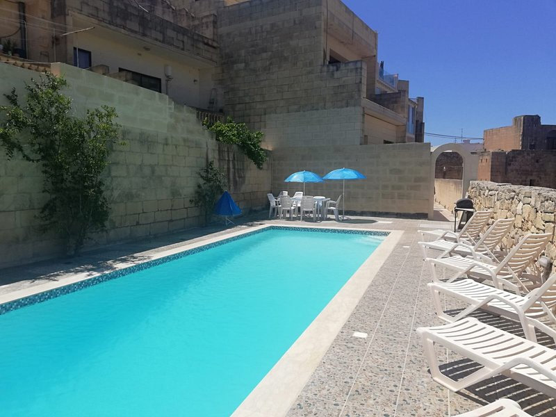 Farmhouse with fantastic views in Gozo - Sister Island of Malta, vacation rental in Munxar