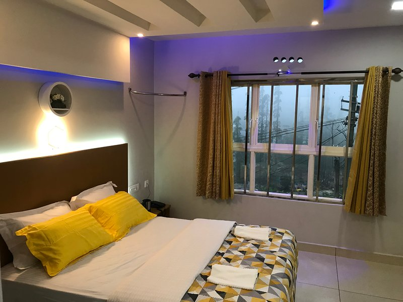 MehaKira Holiday Inn (Premium Room 3), holiday rental in Valparai