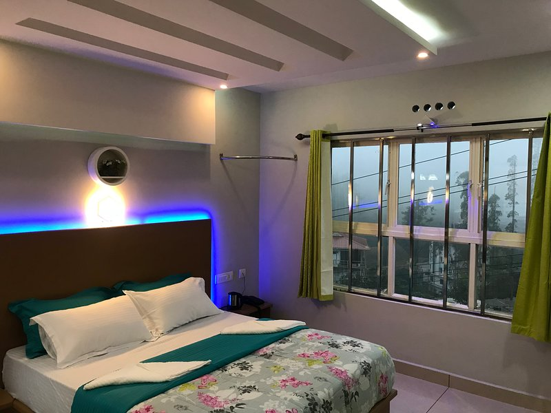 MehaKira Holiday Inn (Super Deluxe Room 2), holiday rental in Valparai