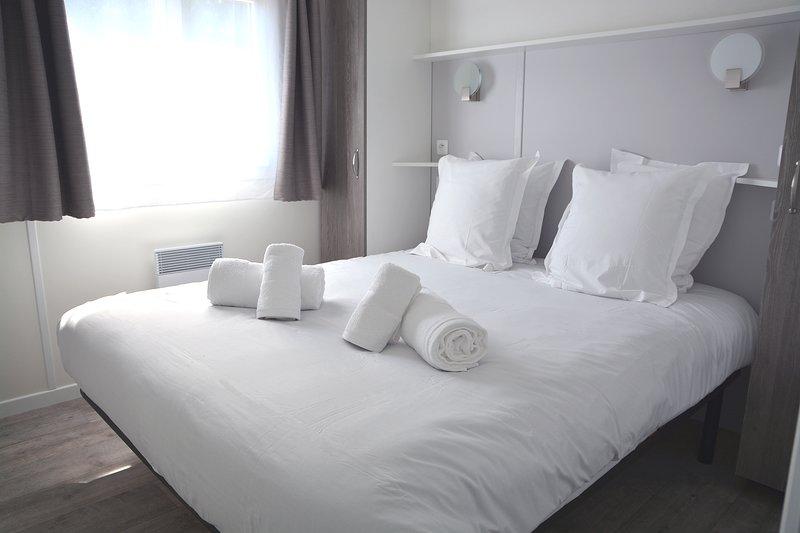 Domaine de Mélusine Chalet 7 personnes - 2 km du Puy du Fou !!!, vacation rental in Treize-Vents