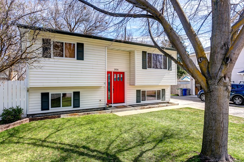 Larger home with lots of space for groups with nice front and large fenced back yard!