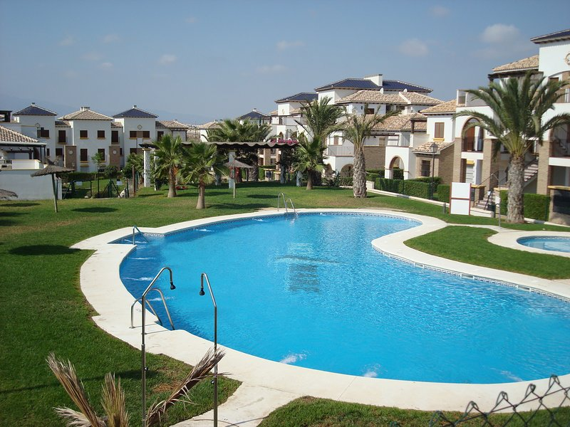 Family Friendly Apartment on Lovely Private Estate Close to Beach & Restaurants, vacation rental in Playas de Vera