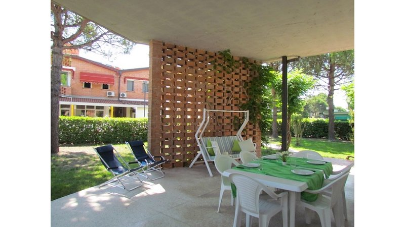 Stunning Apartment with Terrace and Garden - Beach Place Included, holiday rental in Bibione Pineda