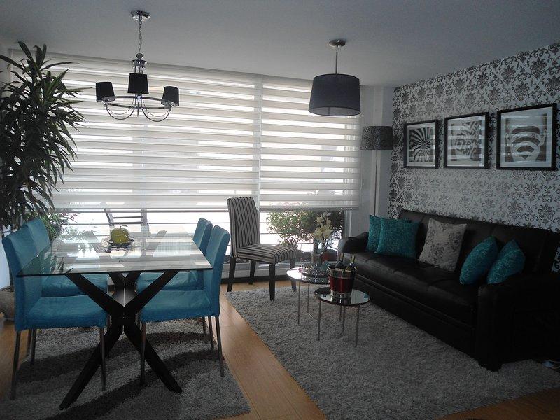 Sala de estar con Balcón. Moderna y tranquila dispone de comodidades para todos