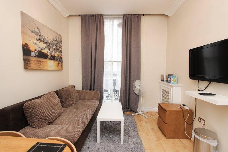Balcony 1 Bed Apt Sleeps 4 Next to Hyde Park GT12, Ferienwohnung in Willesden