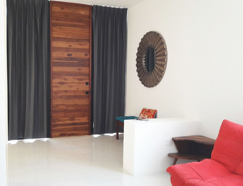 Casa Paraiso in historic center w/Jacuzzi, privacy, parking, optional breakfast, vacation rental in Merida