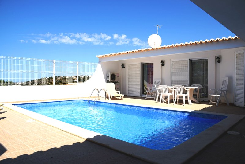3 Bed Villa Marina View Albufeira SRC private Swimming pool, aluguéis de temporada em Albufeira