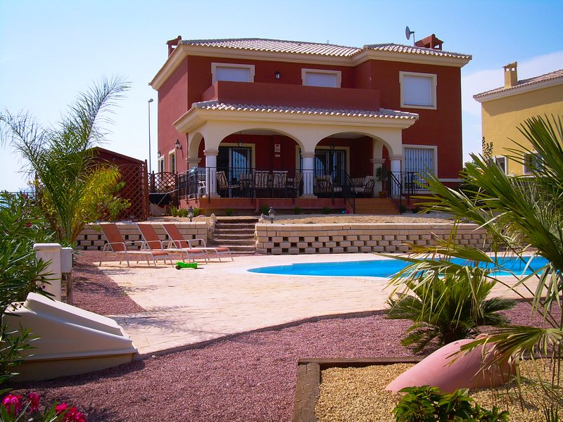 Villa Bonalba in Alicante near City Center and Alicante Airport, vacation rental in Agost