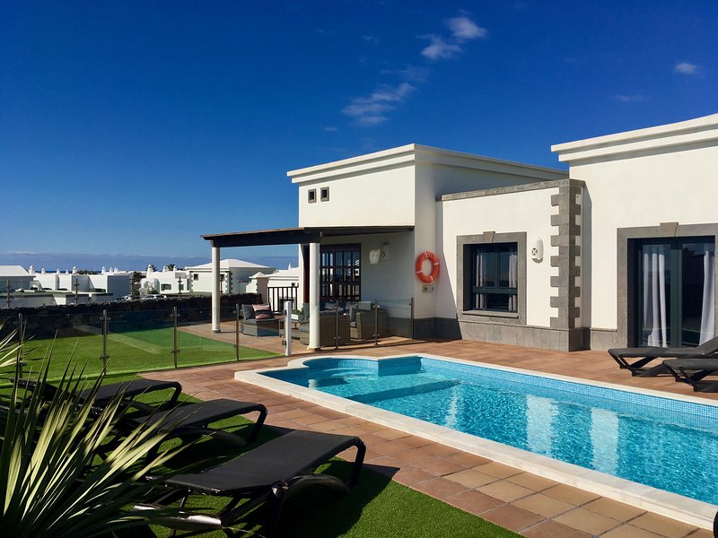 Villa Aroca, a LUXURY 2 bedroom Villa in Los Alisios, Playa Blanca, vacation rental in Playa Blanca