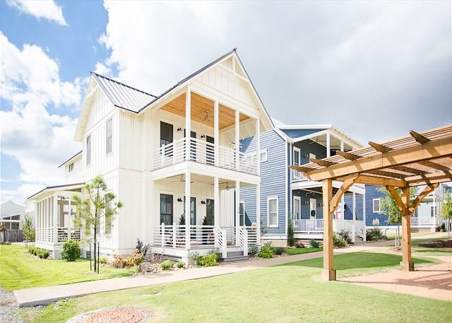Carlton Landing-Spacious cottage with second story view of Lake Eufaula!, location de vacances à Longtown