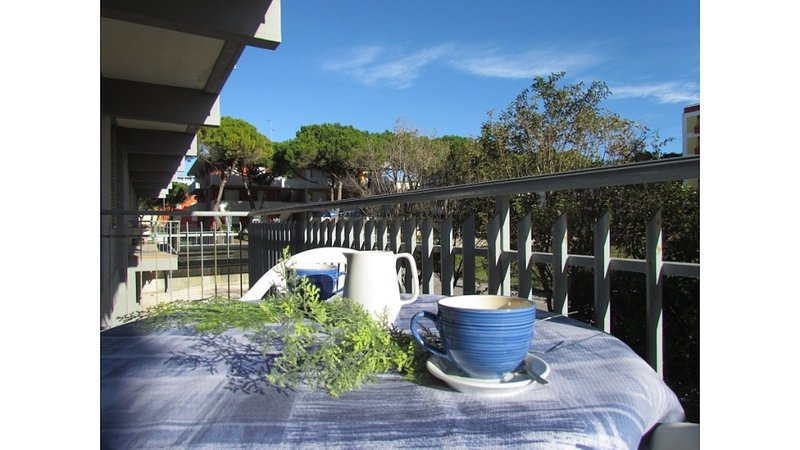 Fantastic Apartment 50 metres from the Beach - Beach Place Included, location de vacances à Bibione