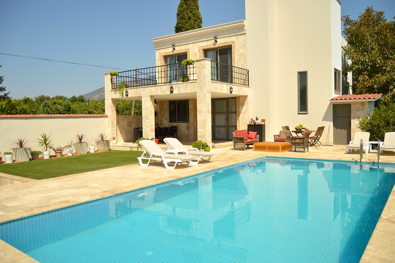 Important Group | BD469 4 Bedroom Modern Villa in Bitez, aluguéis de temporada em Konacik