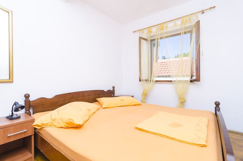 Apartments Vitorin - One-Bedroom Apartment - Ground floor (A3), holiday rental in Sobra