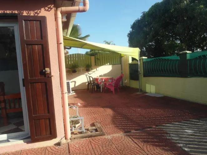 Nice house with garden & terrace, casa vacanza a Bois d'Olives