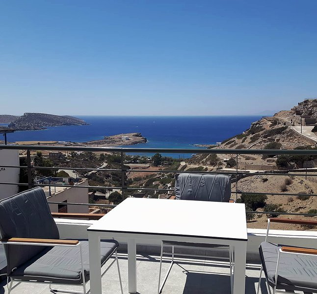 Paralos Lodging - 1 bedroom sea view apartment, holiday rental in Ano Koufonissia