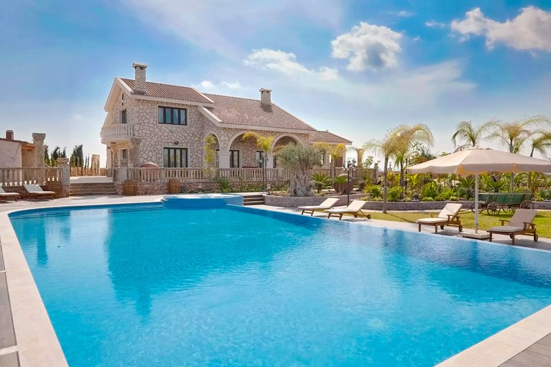 Eleftheria Grand Mansion, holiday rental in Vrysoulles