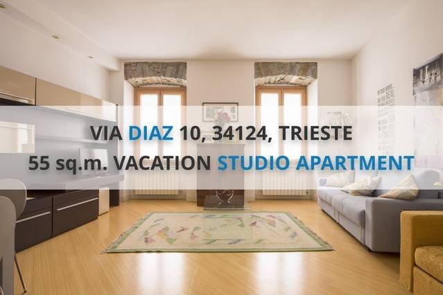DIAZ: CENTRAL 55sqm, NEW, 450m from PIAZZA UNITA', holiday rental in Grignano