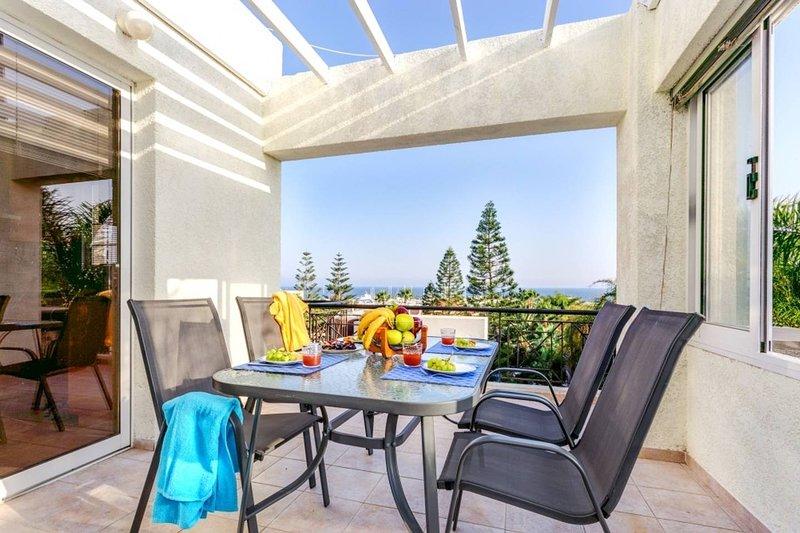 Astonnishing Panoramic Sea Views, vacation rental in Kolossi