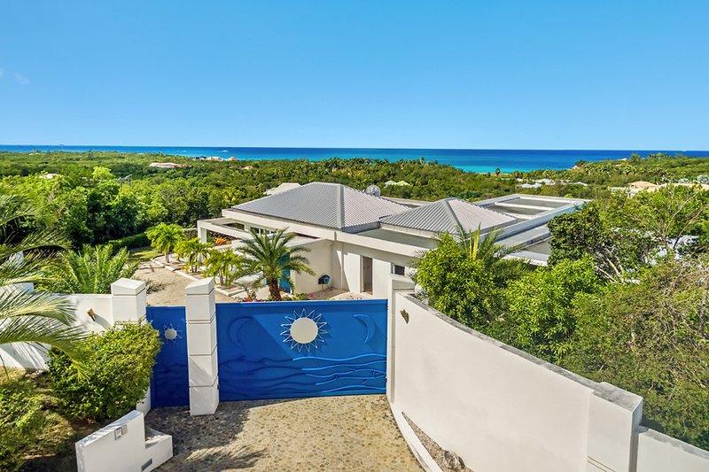 Grand Bleu ...4 BR luxury vacation rental villa, French St Martin...