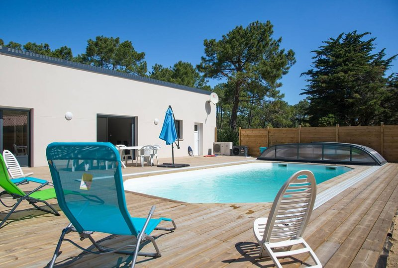 Amazing villa with swimming-pool, vacation rental in Saint-Jean-de-Monts