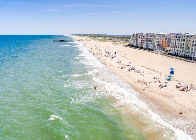 Spacious beach condo w/ views of beach and bay and a pool table!, alquiler de vacaciones en Virginia Beach