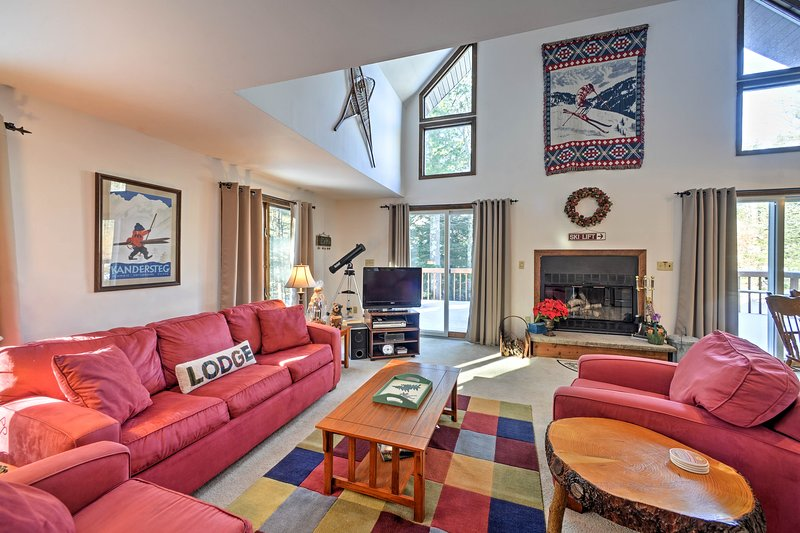 This 3-bed+loft, 2-bath house is perfect for groups of 10 guests.