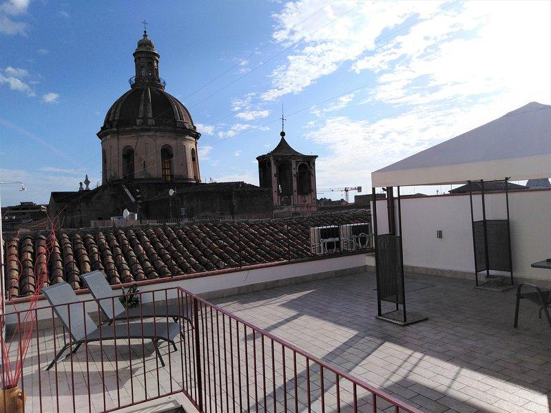 Manzoni Suite Home - Suite con terrazza sui tetti, vacation rental in Catania