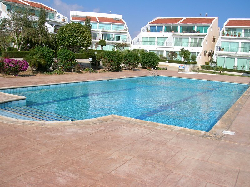 Rosan Bay View Penthouse, vacation rental in Kolossi