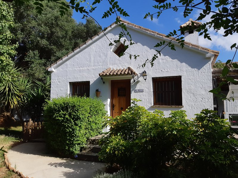 Mimosa - spacious cottage with pool on laid-back finca near beaches & Vejer, vakantiewoning in Benalup-Casas Viejas