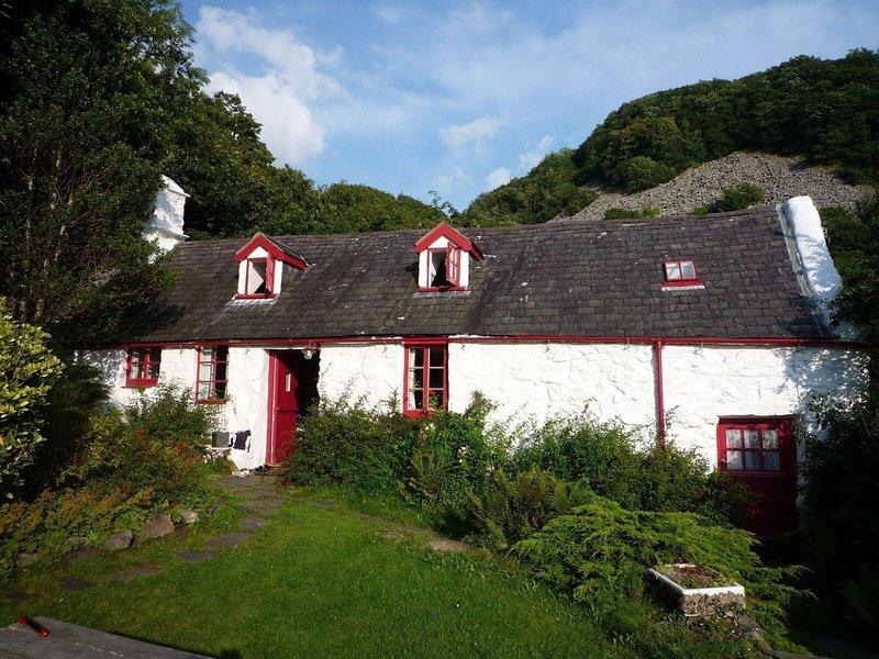 17th Century rural retreat in Snowdonia,close to the coast