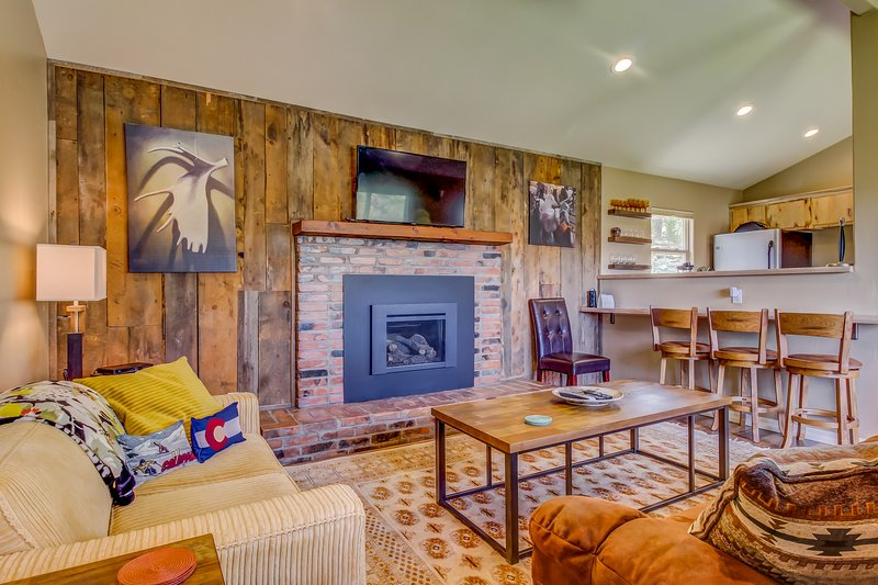 Secluded, newly remodeled Durango beauty with large yard and close to town!, holiday rental in Durango