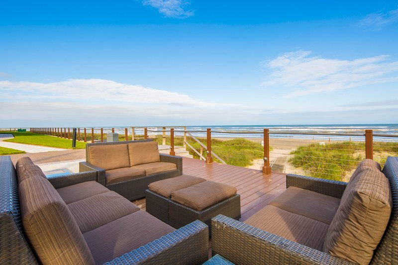 Beachside dog-friendly condo w/ shared pools, hot tubs, tennis, & gym!, vacation rental in Port Isabel
