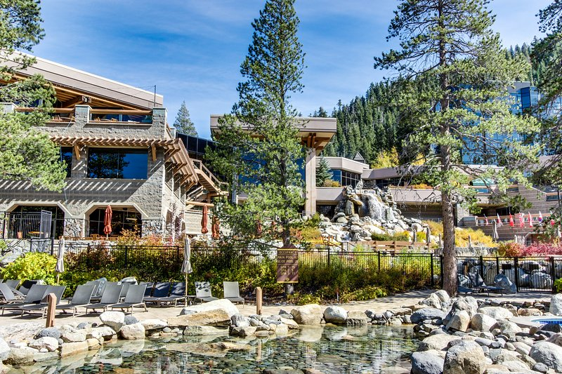 Ski-in/out condo w/ shared hot tubs, pool, amenities for families & groups! Chalet in Squaw Valley