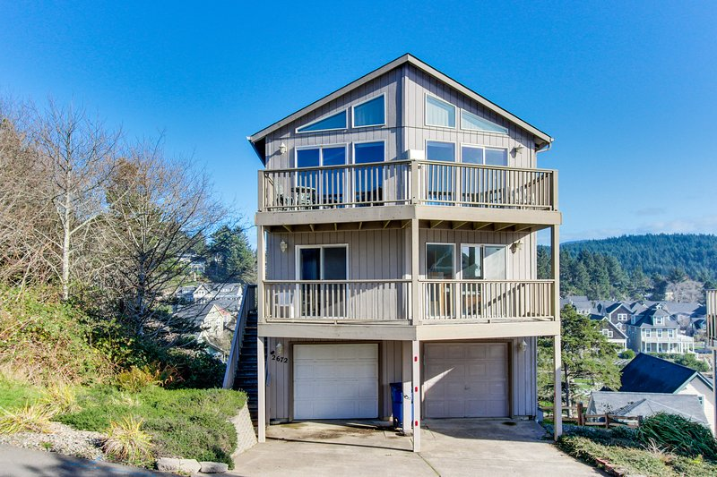Great oceanfront getaway w/ amazing ocean view & easy beach access!, holiday rental in Lincoln City
