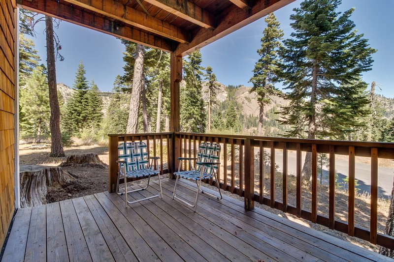 Dog-friendly condo with mountain views, a deck, and a free shuttle to skiing! Chalet in Squaw Valley
