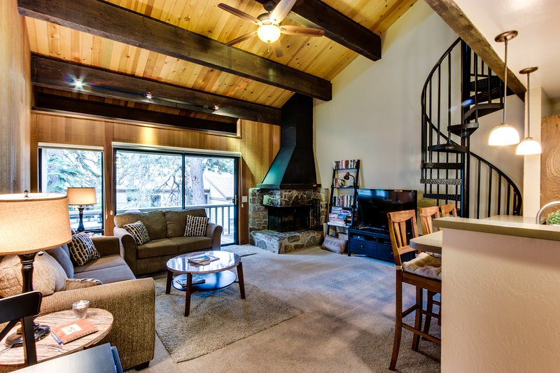 Warm condo with easy access to shared pool, sauna, beach Chalet in Northstar