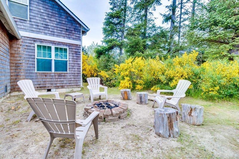 Dog-friendly beach house on nature preserve! Includes private hot tub, game room, location de vacances à Rockaway Beach