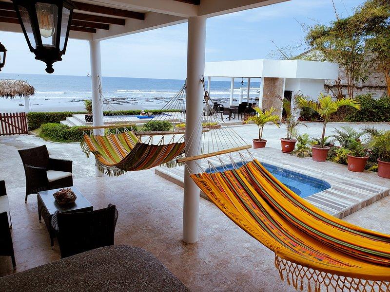 4 Bedroom 3 Bath Beachfront House  private access, Ferienwohnung in Machalilla National Park