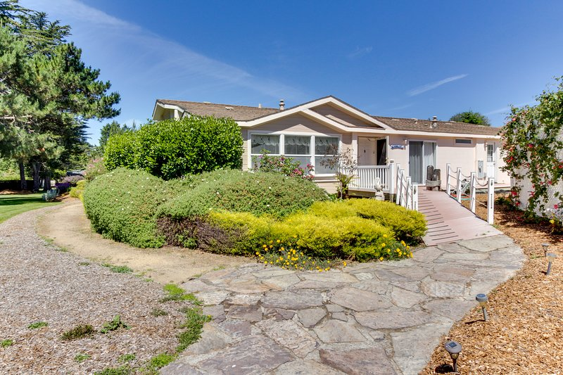 Dog-friendly home in coastal dunes w/ private hot tub!, vacation rental in Mendocino County