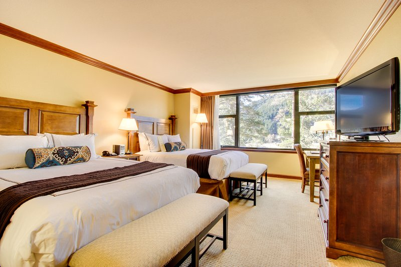 Studio w/ ski-in/ski-out access, heated pool, hot tub, & views! Family-friendly! Chalet in Squaw Valley