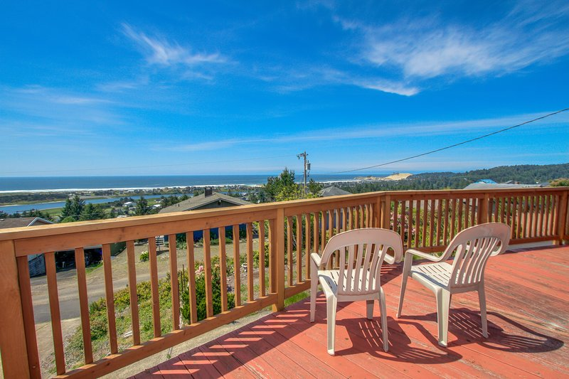 Spacious dog-friendly getaway w/ boat parking, perfect for 2 families!, vacation rental in Pacific City