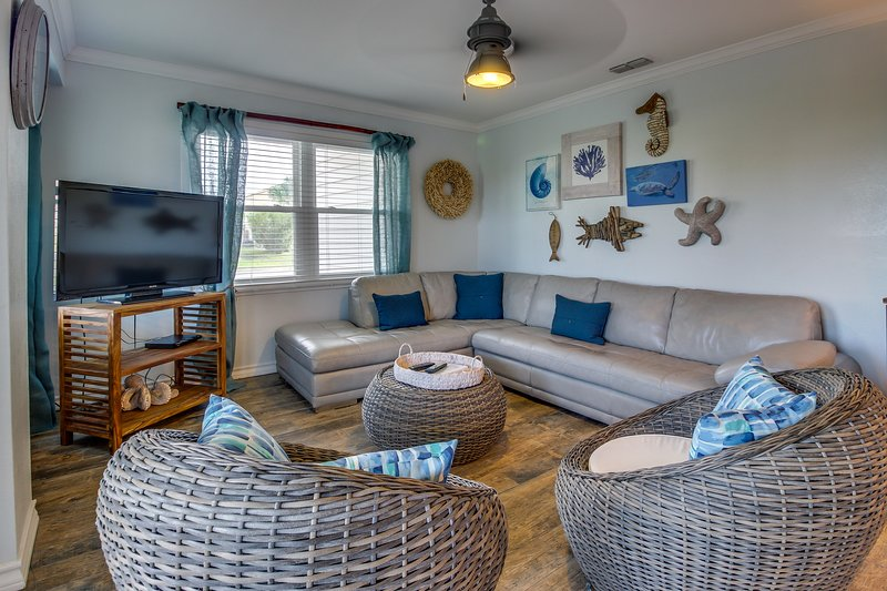 Stunning oceanview house, dog-friendly & across the street from the beach!, vacation rental in Port Isabel