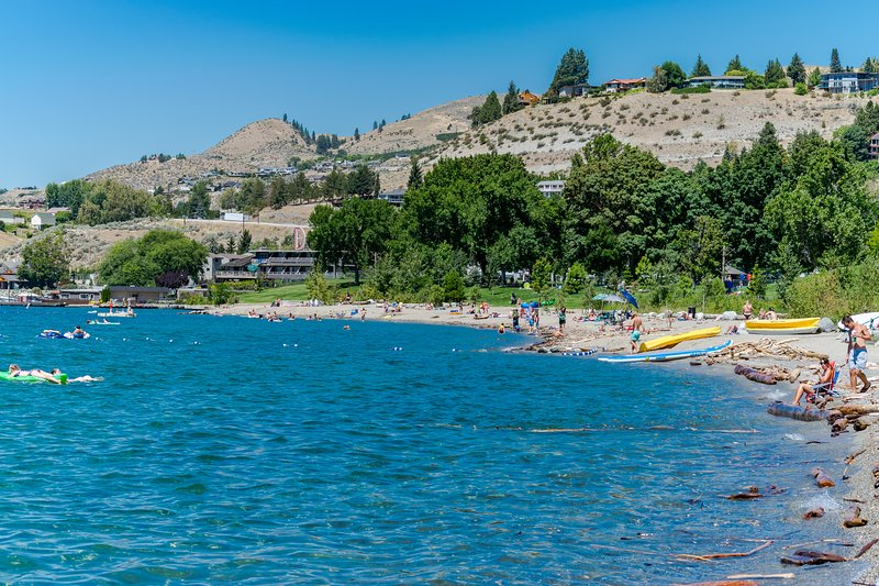 Great couples' getaway with shared pool & private patio!, vacation rental in Chelan
