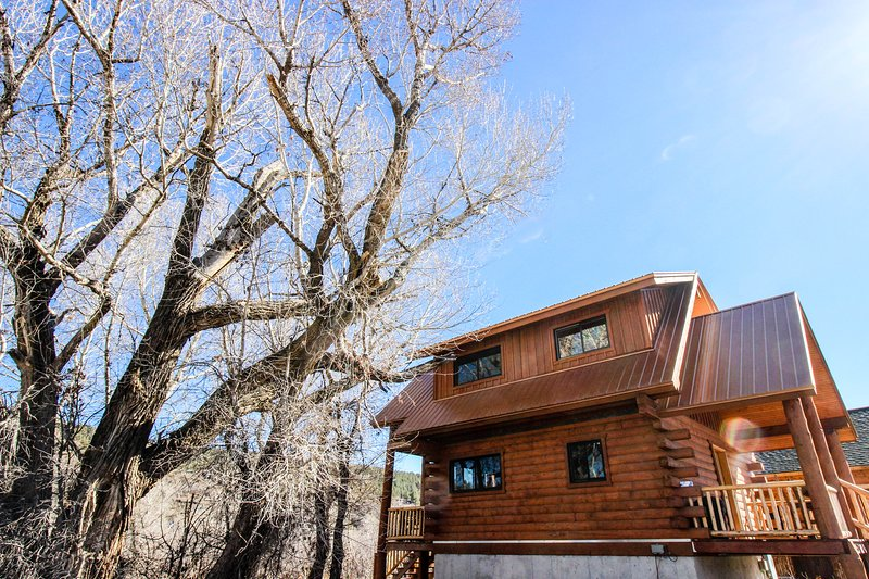 Cozy riverfront, dog-friendly home close to town in quiet location, holiday rental in Pagosa Springs