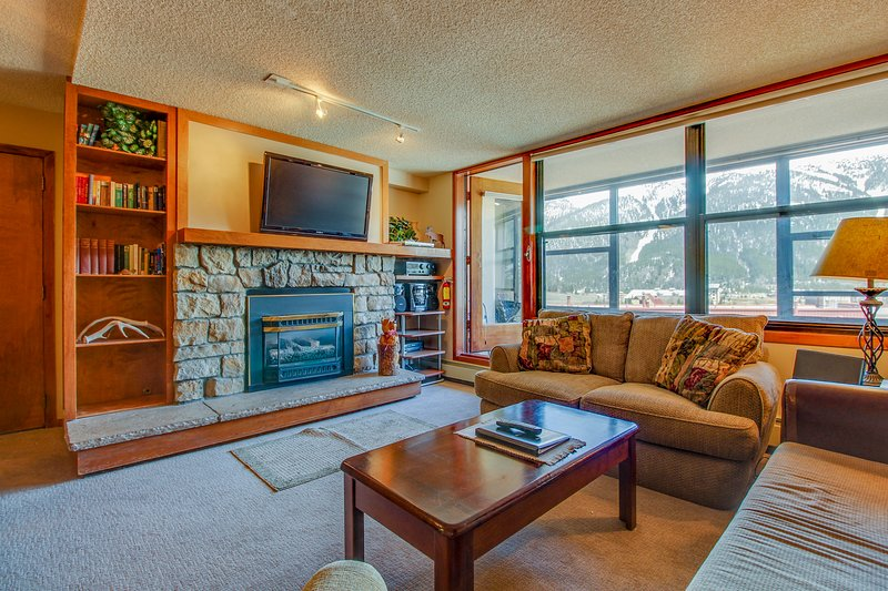 Centrally-located studio with shared hot tub - close to lifts and town Chalet in Arapahoe Basin