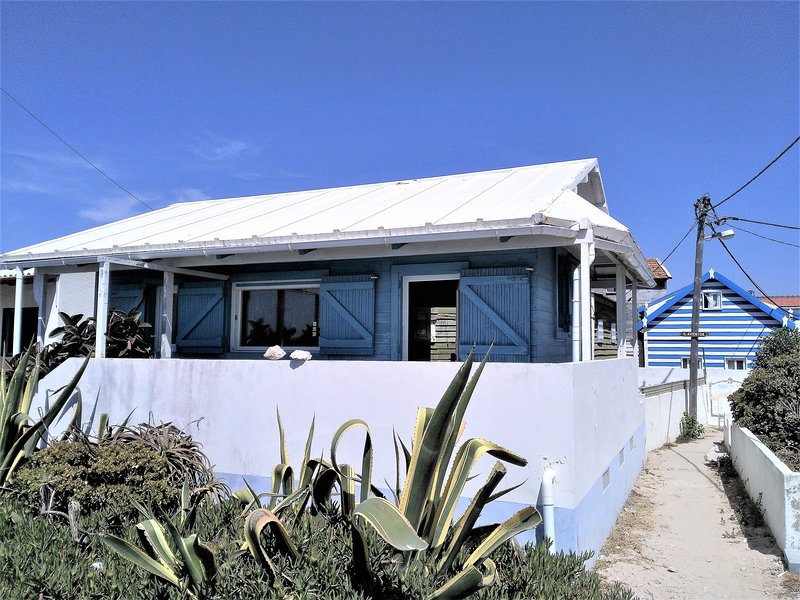 Surf & beach house - Maison de surfeur à la plage, vacation rental in Almada
