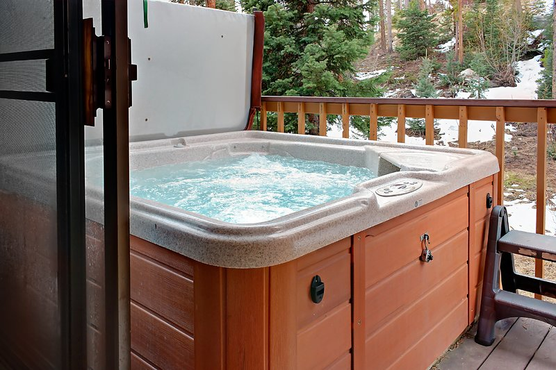 Townhouse w/ hot tub & jetted tub, views of Continental Divide Chalet in Winter Park